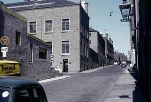 Wellington Street.(Dundee City Archives on Flickr-https://www.flickr.com/photos/118069284@N05/13780103673/in/photolist-mZDMCF-nFRqmY-mZGCJn-mHERPv-nFRqn9-ofGaRo-ouJu6W/)