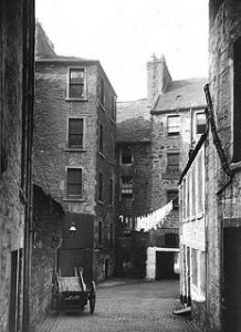 Castle Court Dundee. (Dundee City Archives on Flickr-https://www.flickr.com/photos/118069284@N05/29241029115/in/photolist-L7vgGW-LxVVdp-njnVj9-KATSsN/)
